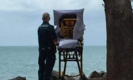 Ambos give one last trip to the beach